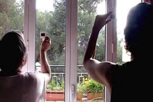 'ריבועים של קרטון'- סרטה של תמר פייקס